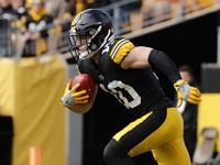 Ryan Switzer levanta a mão para o Steelers