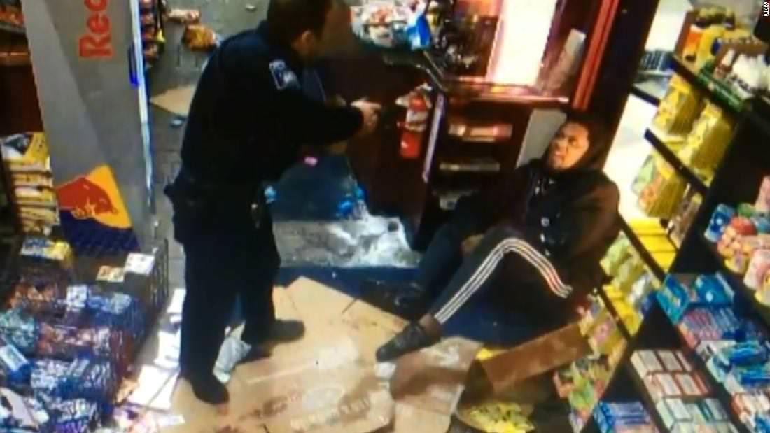 Jogador da NFL luta policial após ser chamado