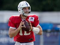 Andrew Luck (bezerro) bom para ir para Colts training camp