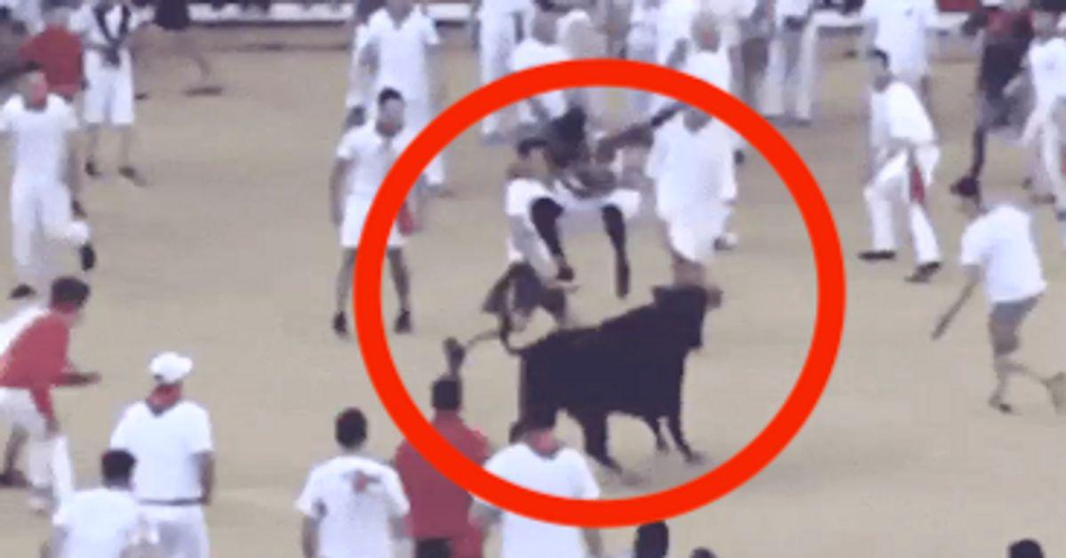 NFL Star pula sobre touros em Pamplona