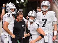 Raiders espera manter todos os três QBs na lista