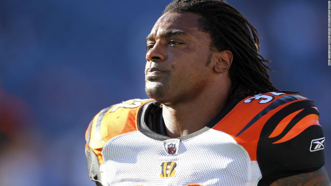 Ex-jogador da NFL, 36 anos, morre em acidente de moto