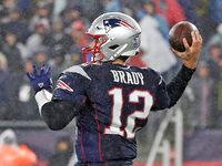 Tom Brady (cotovelo) limitado na prática quinta-feira