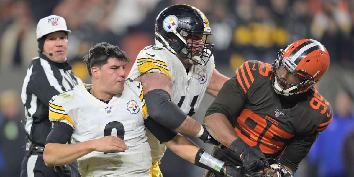 A NFL nunca viu nada como a luta feia entre Browns e Steelers, e a culpa está voando em todas as direções