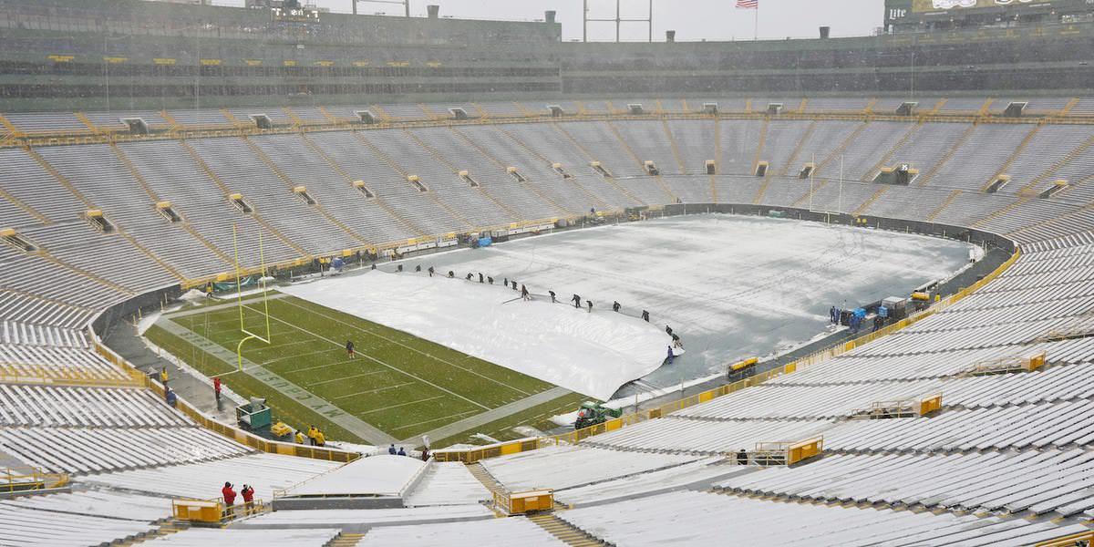 Os Packers estão oferecendo US $ 12 por hora para 700 escavadeiras para ajudar a limpar a neve antes de seu enorme jogo de playoff