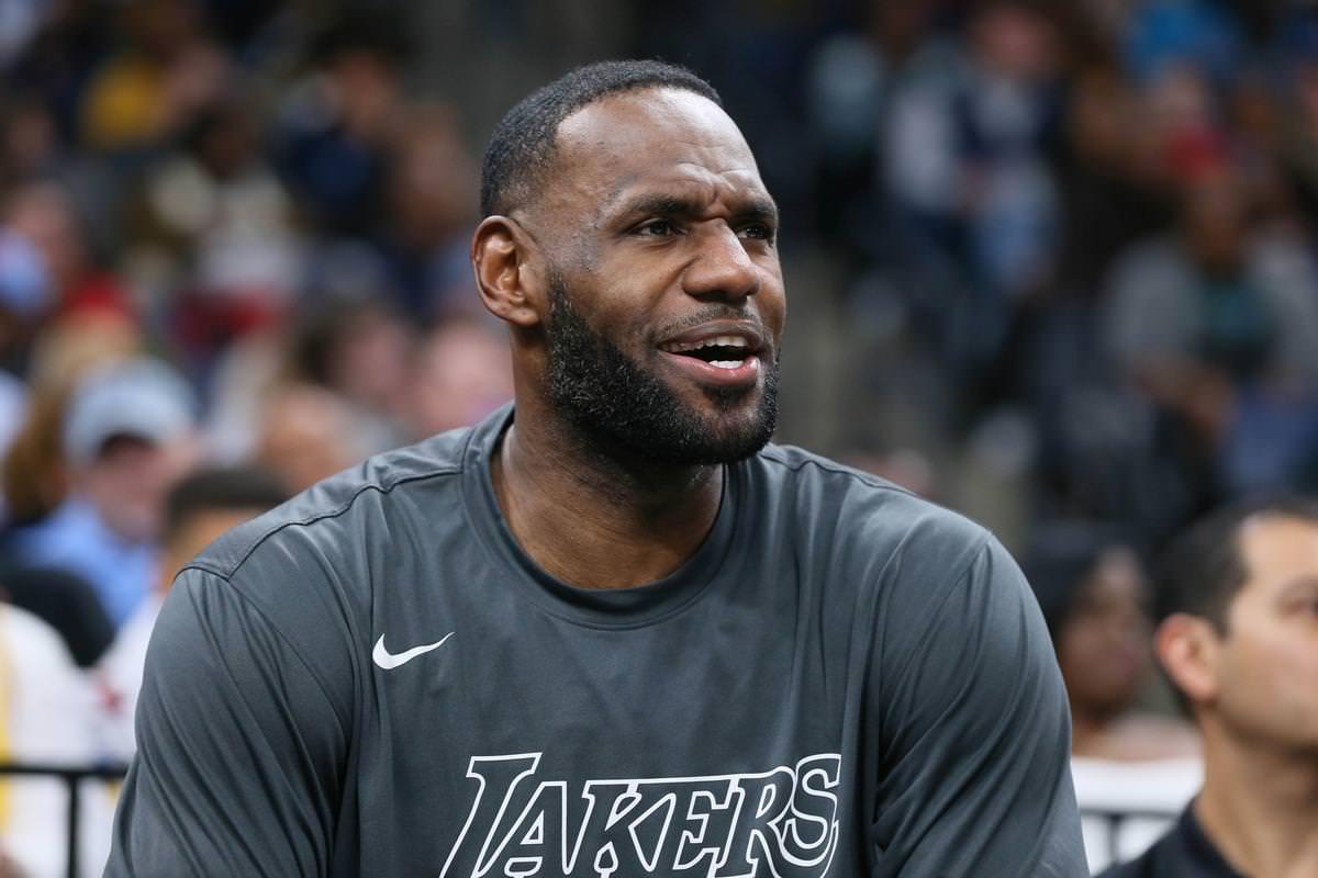 LeBron James se junta a atletas que manifestam indignação pela morte de negro desarmado após prisão