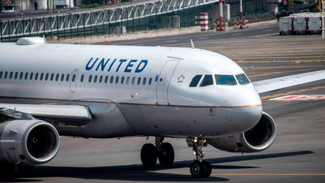 Jogador da NFL processa United Airlines por suposta agressão sexual em voo