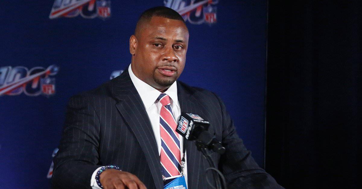 Jogadores da NFL pedem à Liga que atenda às preocupações dos coronavírus à medida que o campo de treinamento se aproxima