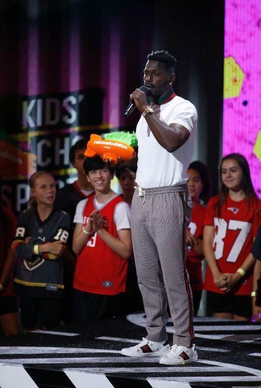 Antonio Brown exige que a NFL resolva 'investigações' para que ele possa conversar com equipes – Reuters