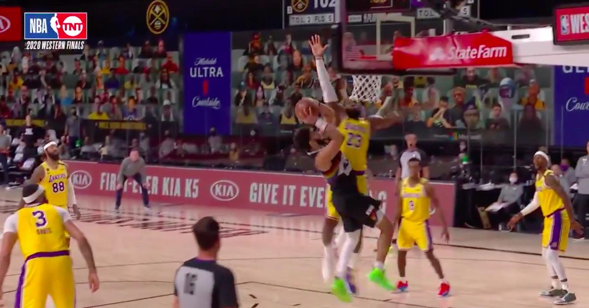 O Lakers conseguiu um apito favorável contra o Nuggets depois de reclamar dos árbitros?