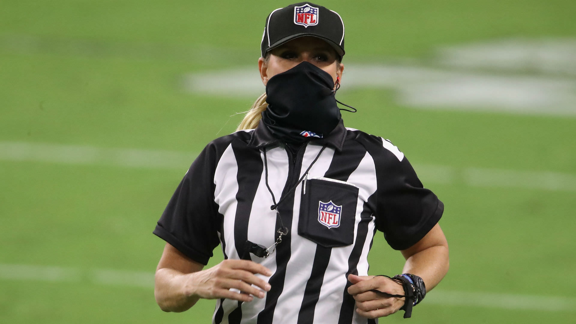 Quem é a árbitra da NFL? Conheça Sarah Thomas, a única mulher oficial da NFL em 2020