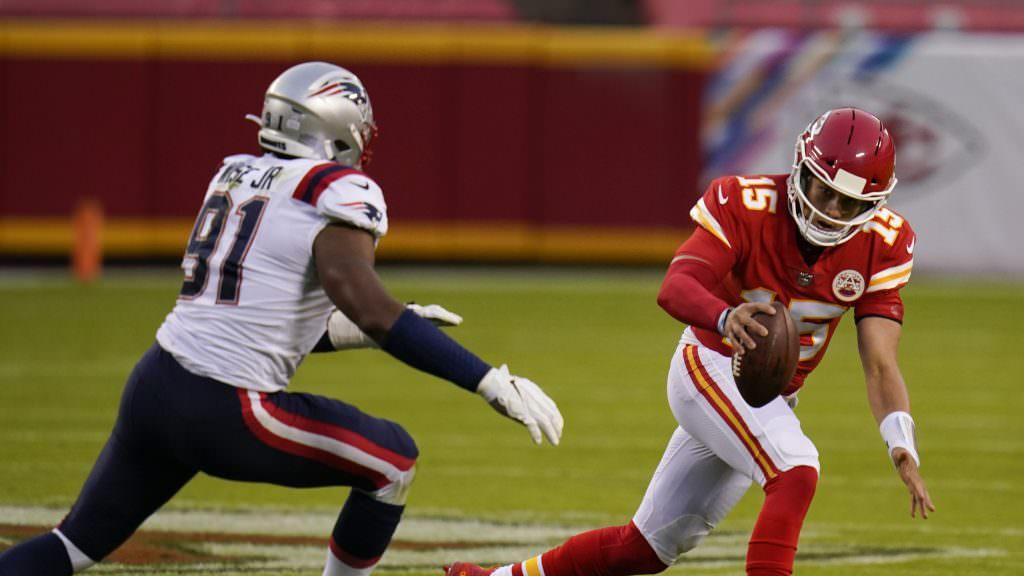Os fãs da NFL enfrentaram Patrick Mahomes em seus flops laterais contra o Patriots