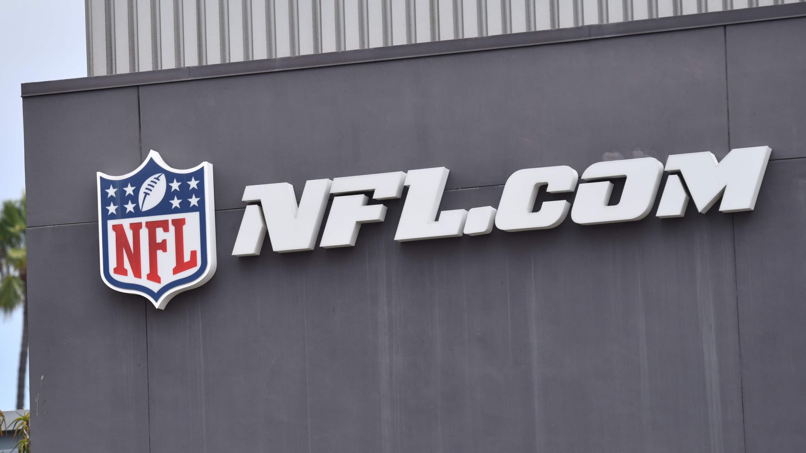 Rede NFL retirando o insider Ian Rapoport do ar por duas semanas por meio de postagem nas redes sociais