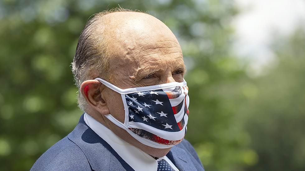 Funcionários da inteligência alertaram Trump que Giuliani foi alvo da campanha de influência russa: relatório