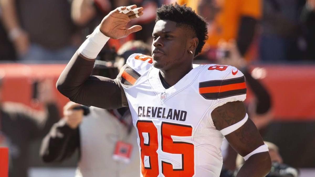 Prazo de negociação da NFL: David Njoku supostamente pede a Browns para negociá-lo mais uma vez, o tight end nega boato