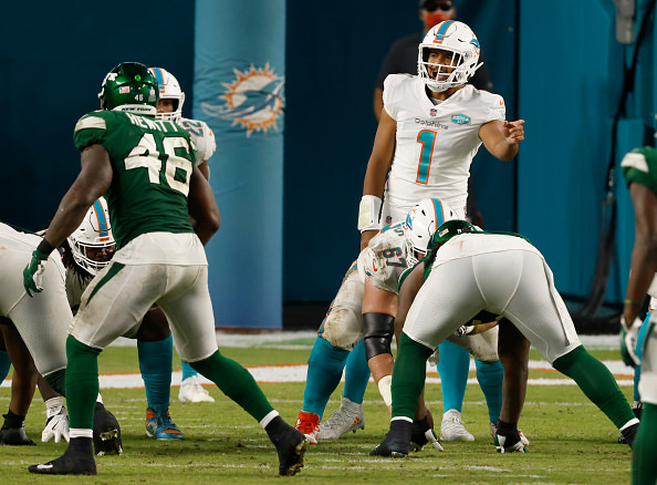 Tua Tagovailoa faz sua primeira aparição na NFL, e os fãs do Miami Dolphins enlouquecem